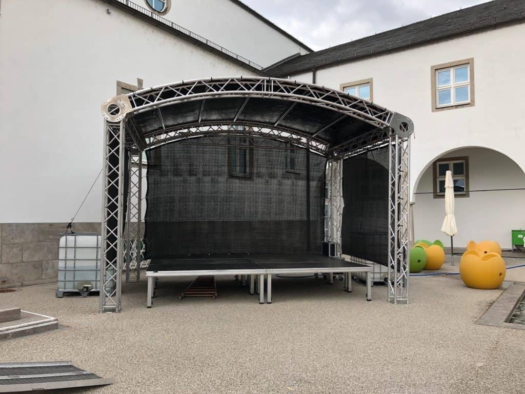 Rundbogenbühne - VSL Eventtechnik
